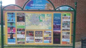 A Várfürdő előtti térképes információs tábla